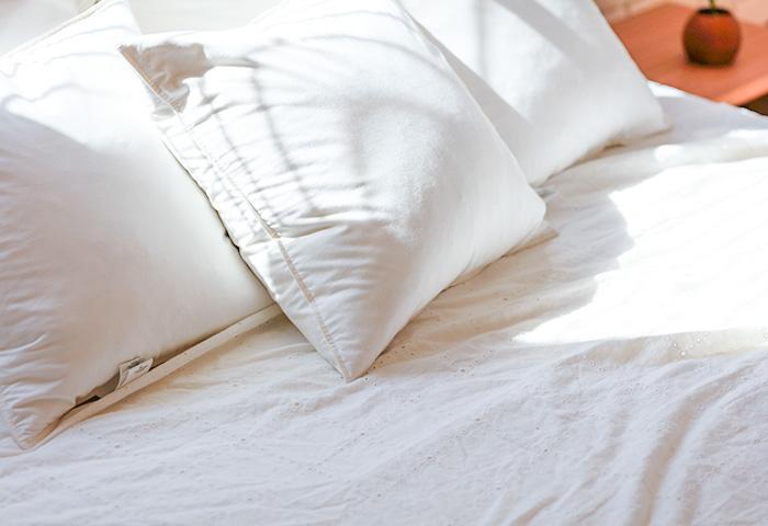 ベッドと枕